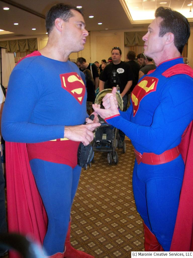 Dueling Supermen compare to see who is bigger....bicep-wise, that is!
