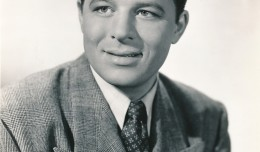 He's not the classic Hollywood beauty you're used to seeing as SMEF's Portrait of the Week, but actor Jack Carson was one of filmland's most popular---and prolific--performers. Under contract with Warner Brothers in the 1940s, Carson worked constantly--on as many as 3 films at the same time. He could effortly switch between comedy and drama, excelling at both. While known as a comedian, his best film roles were as the scheming Wally Fay in Mildred Pierce, opposite Joan Crawford; and his portrayal of the cold-blooded studio publicist, Matt Libby, in A Star is Born with Judy Garland. (c) Warner Brothers