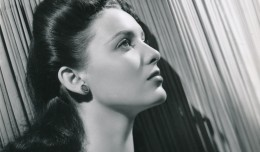 This great portrait of Linda Darnell comes from the height of her popularity in the early 1940s at 20th Century-Fox. Linda came to the studio at age 16, and was promptly thrown into the lead of her first film, Hotel for Women (1939). She became the youngest leading lady in Hollywood history.(c) 20th Century-Fox Film Corp.