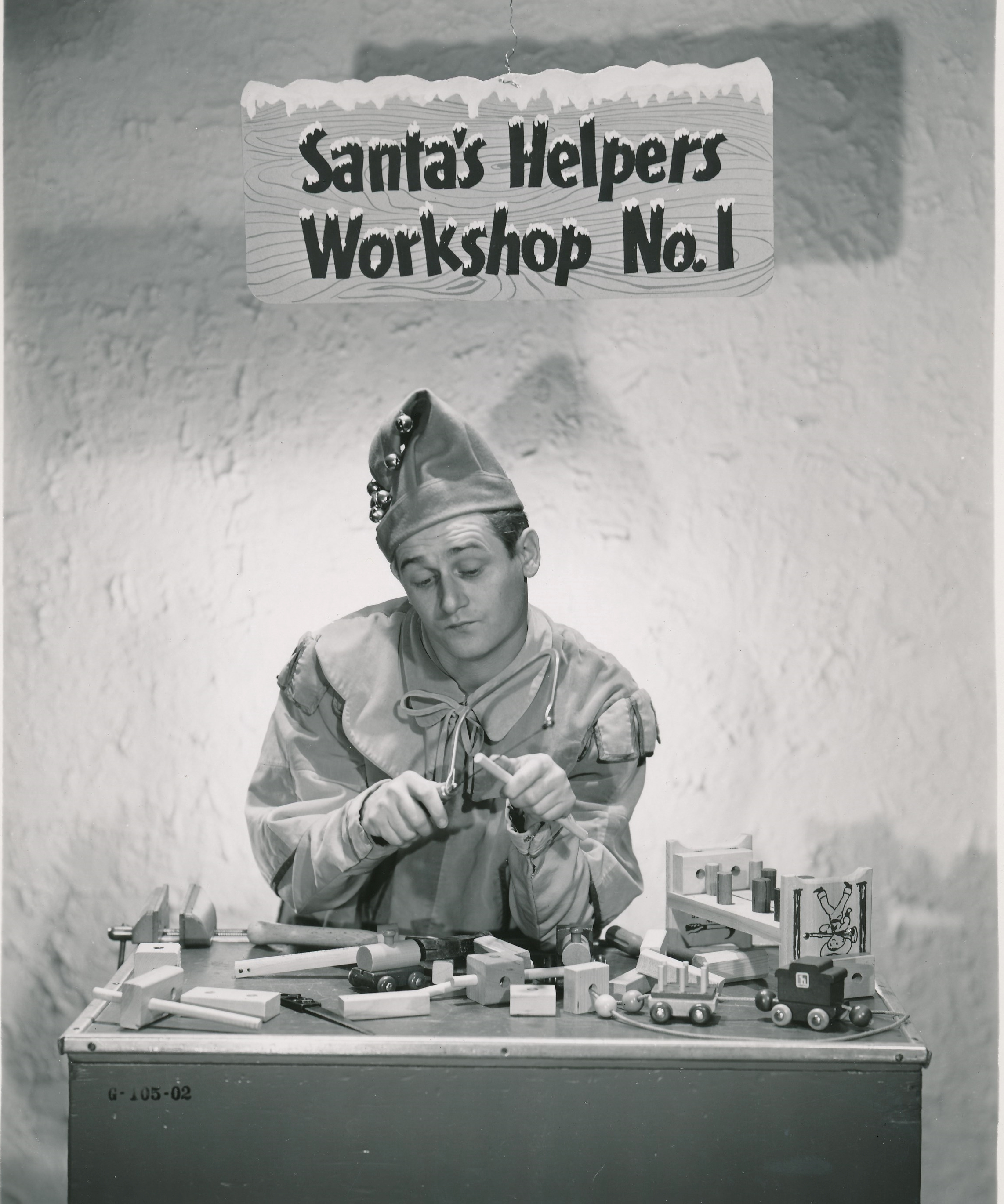 Alan Young poses for some 'holiday art', prolly from an early season of Mr. Ed.You can't get sappier than this! (c) CBS