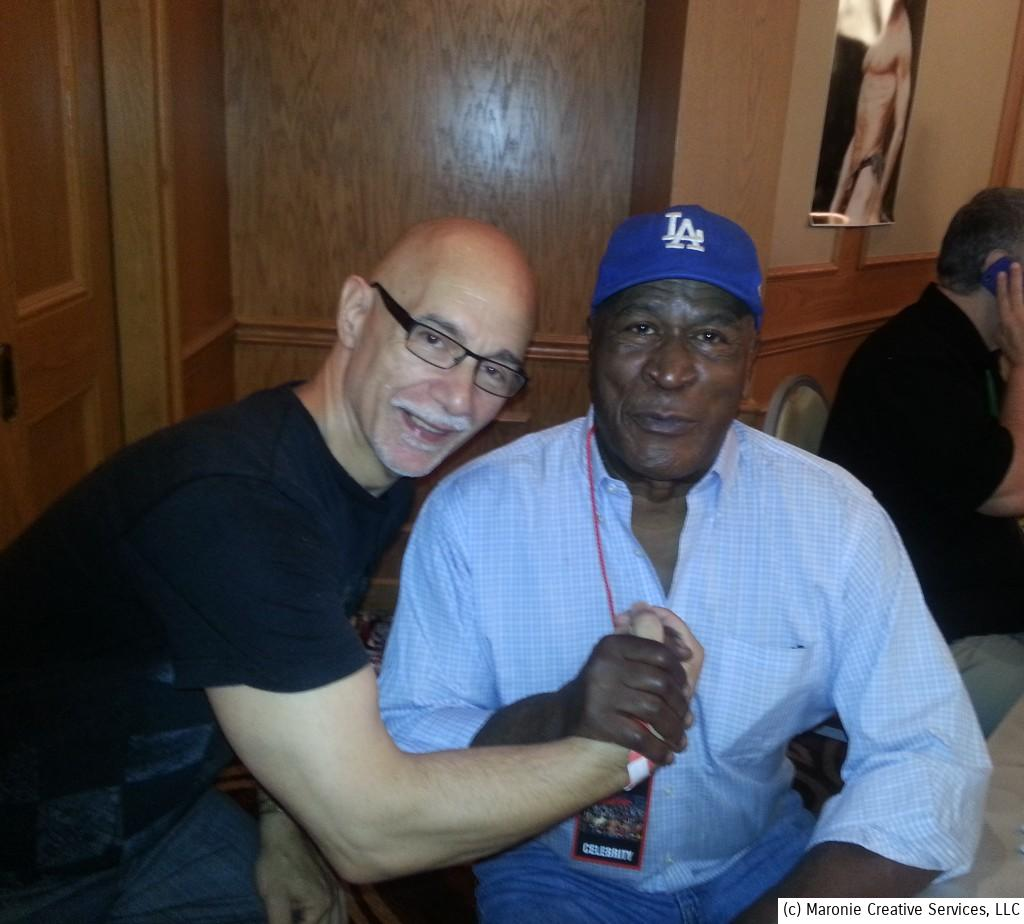 Movie and TV star John Amos was one of the more delightful guests at the Chicago Hollywood Show. He enjoyed talking about his football career with Blogmeister Sam. Here they are sharing a soul handshake together!